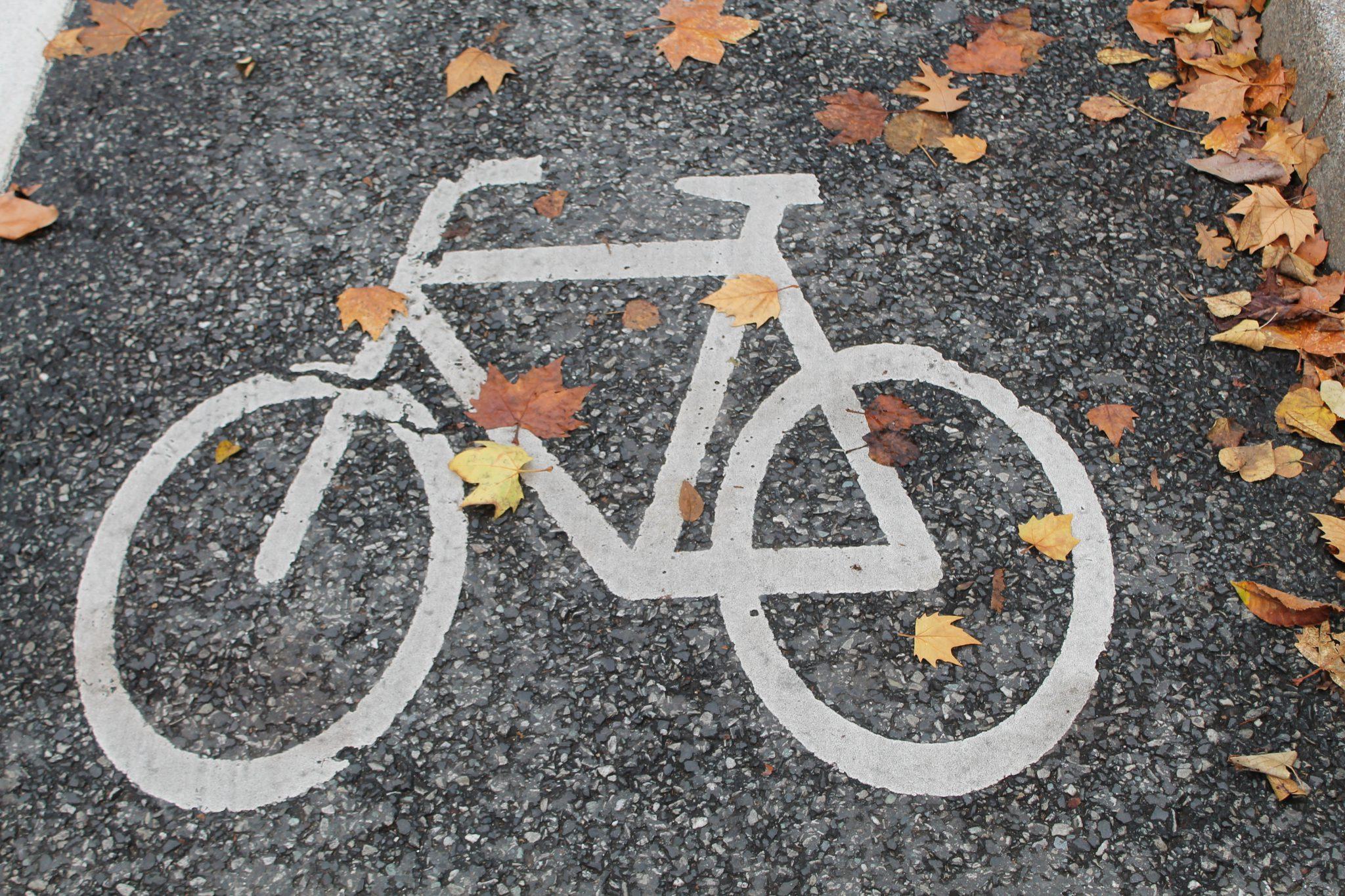 Fahrrad auf Asphalt gemalt